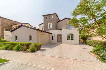 Property Tour: Five-Bedroom Villa in Sienna Lakes