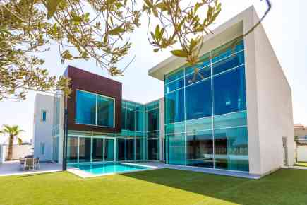 Exploring a Contemporary Villa on Pearl Jumeirah