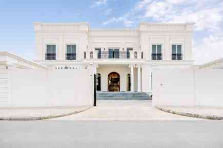 Property Tour: Sea-Facing Pearl Jumeirah Villa