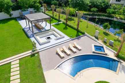 5 Best Homes with Outdoor Pools