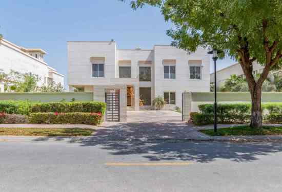 Luxury Property Dubai 5 Bedroom Villa for sale in Sector V Emirates Hills2