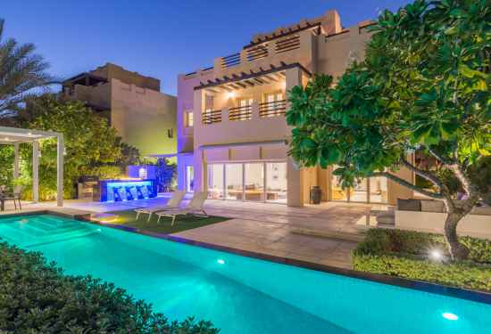 Luxury Property Dubai 5 Bedroom Villa for sale in Hattan 2 The Lakes