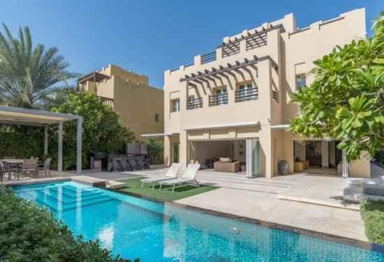 Beautiful 5 Bedroom Villa in Hattan The Lakes