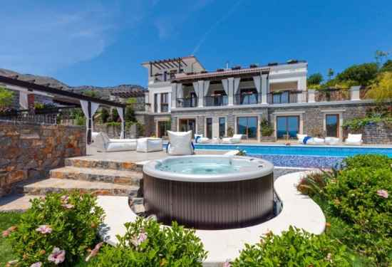 Greek Villa With Guesthouse and Calming Sea Views2