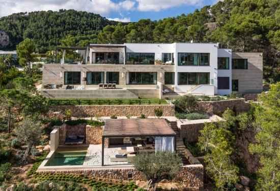 An Elegant Villa In The Hills Of Son Vida