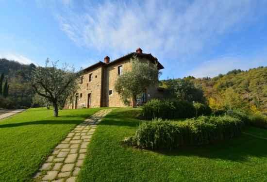 Cozy Villa Overlooking Scenic Arezzo Countryside 3
