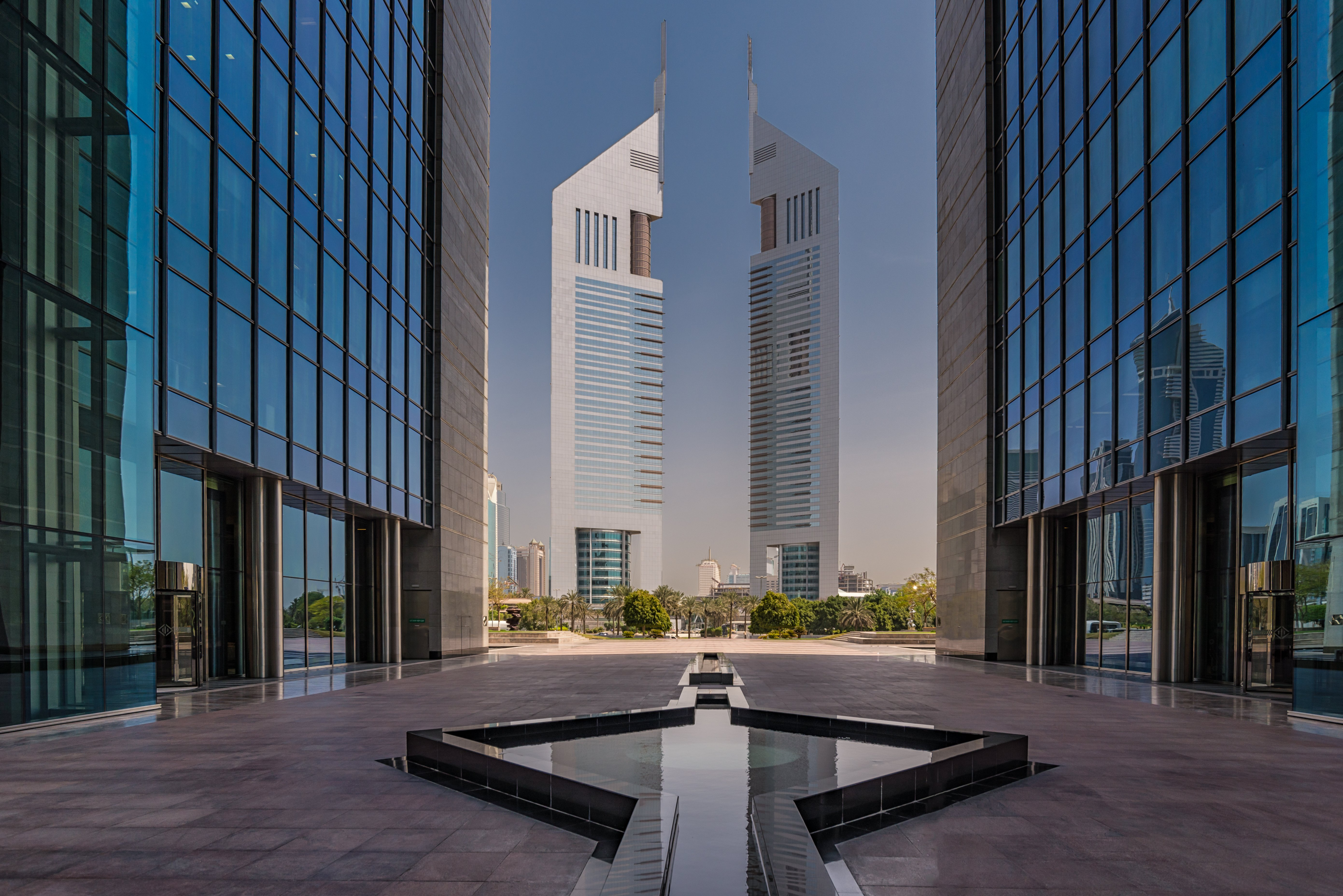 How can I set up an offshore company in Dubai