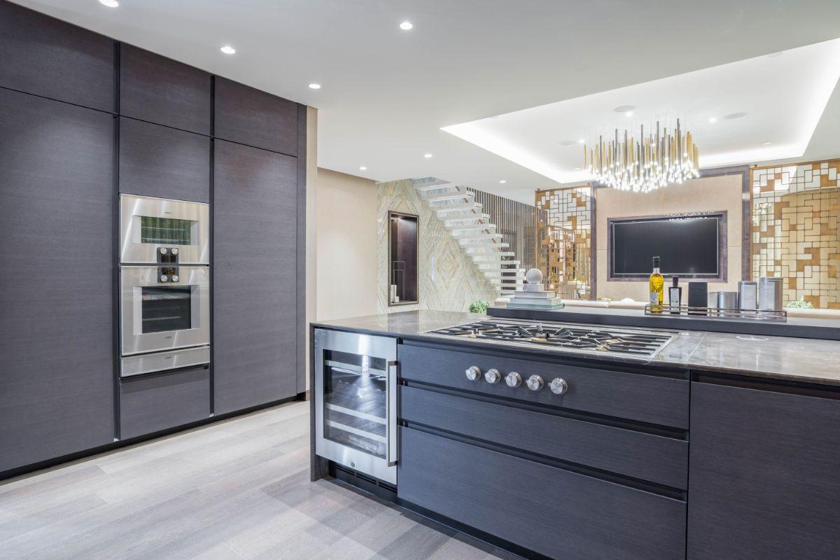 Kitchen in One Palm