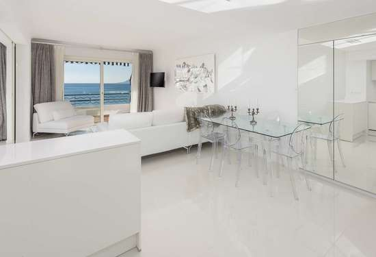 2 Bedroom Apartment in Cannes, French Riviera, 15