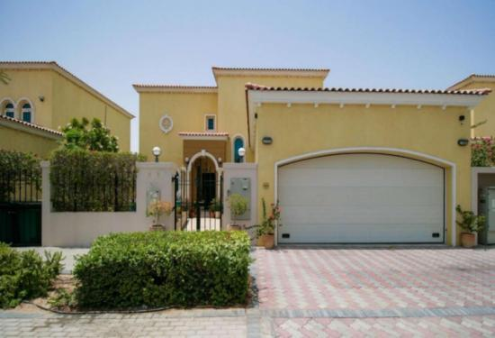 Buy 3 Bed Legacy Small Villa (District 8) in Jumeirah Park