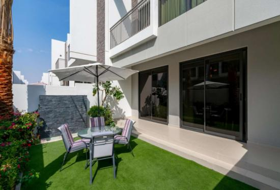 4 Bedroom Townhouse in Claret, Akoya Oxygen, 17462