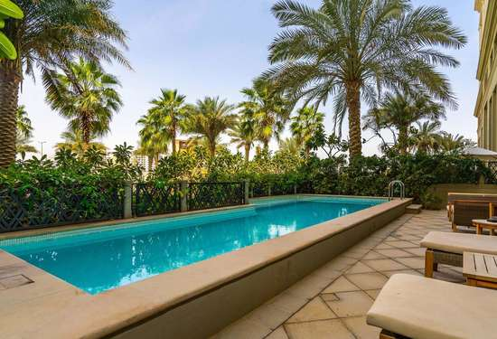 17 Bedroom Townhouse in Palazzo Versace, Culture Village, 1