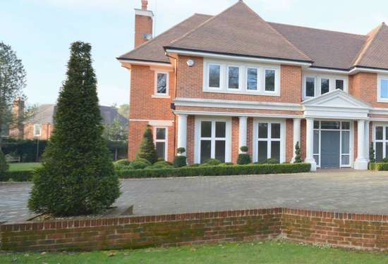 5 Bedroom Villa in Kingswood House, Tadworth Surrey, 6
