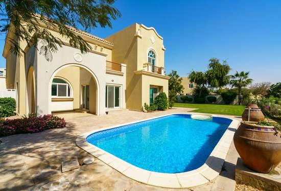 6 Bedroom Villa in Oliva, Victory Heights, 1