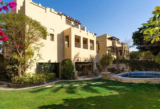 Spacious 6 Bedroom Villa for Sale in Hattan 2 - Lake View