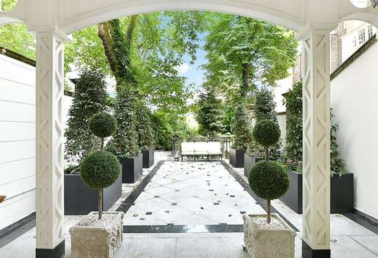 7 Bedroom Townhouse in Brook Street, London, 6