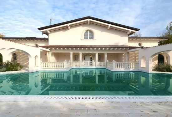 7 Bedroom Villa in Villa Leonardo, Lucca, 4