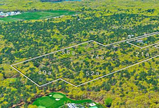 Land Residential in 93 Castle Hill Court, Hamptons, 16